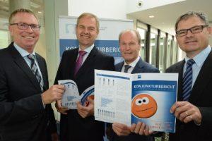 Wolf D. Meier-Scheuven (2. v.l.) gemeinsam mit Harald Grefe, stv. IHK-Hauptgeschäftsführer, Thomas Niehoff, IHK-Hauptgeschäftsführer,  und Dr. Christoph von der Heiden, IHK-Geschäftsführer  (v.l.)